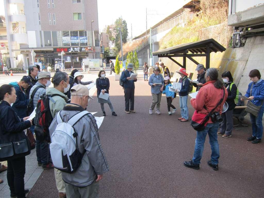 日野駅東側車寄せに集合