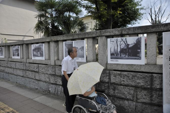 八坂神社玉垣に展示した写真