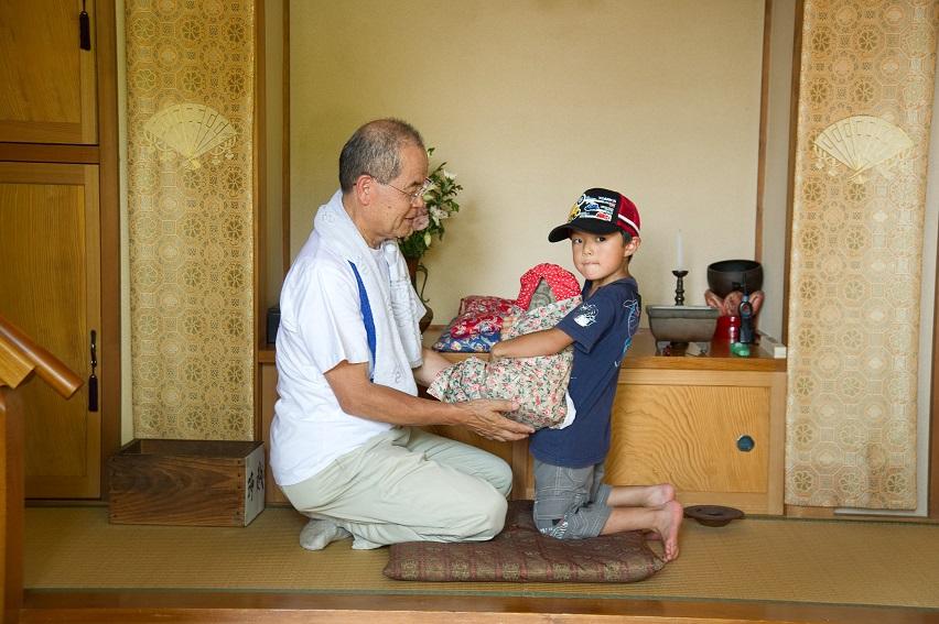 子ども日野宿発見隊-持ち上げ観音 2010-07-24