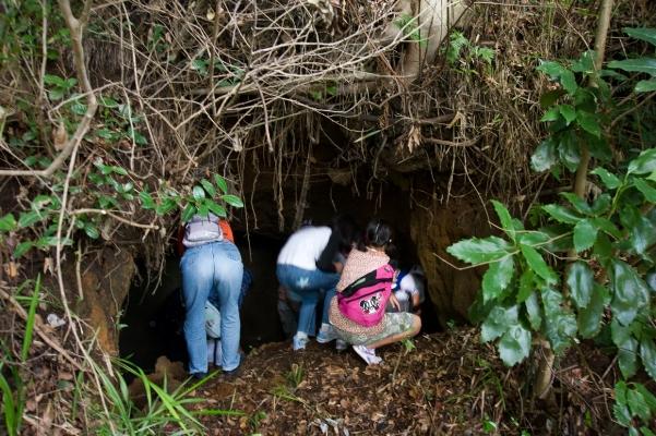 子ども日野宿発見隊-洞穴 2010-10-02