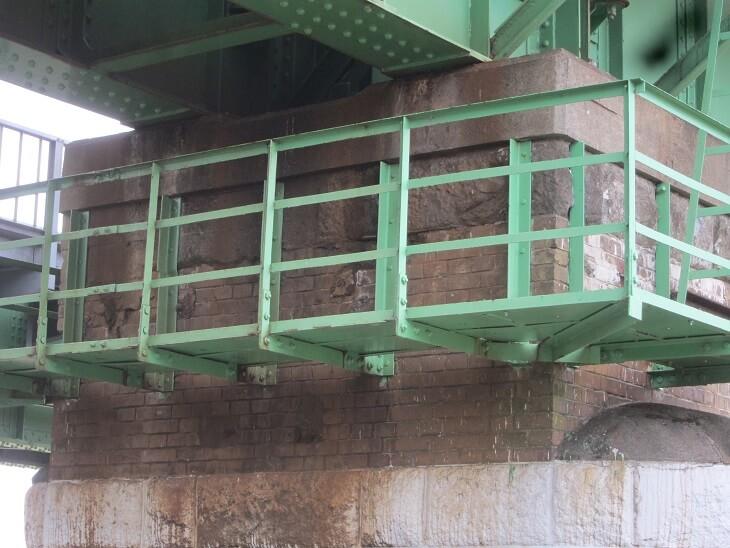 立川側多摩川鉄橋橋脚(日野煉瓦)