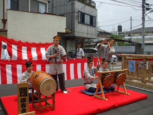 日野囃子保存会の演奏